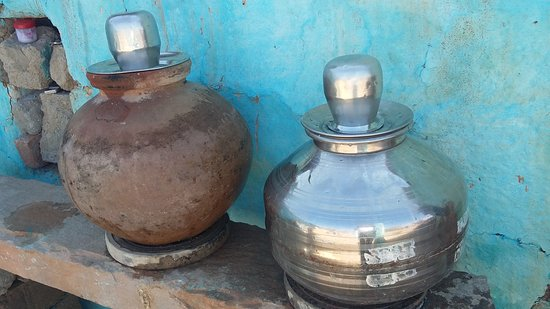 Natural water pot in country side India picture by Ravi India Tours