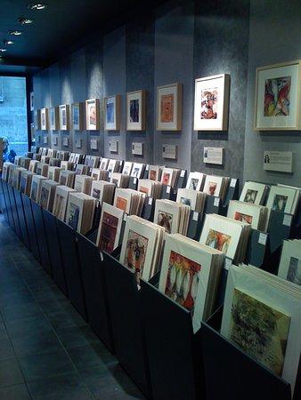 Bac d'exposition œuvres uniques Carré d'Artistes Montmartre