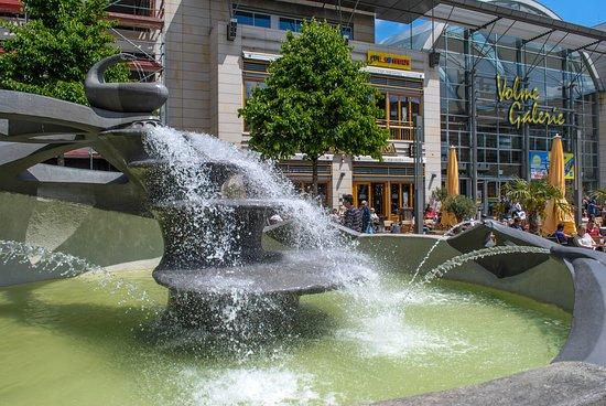 Hagen, Duitsland: Der Mataré Brunnen auf dem Friedrich-Ebert-Platz
