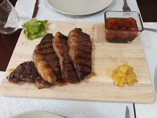 B.Eat Street Picanharia Take Away: Delicious Argentinan Rump steak slices (250 gr.) grilled with Pine apple home made hot and not sauces