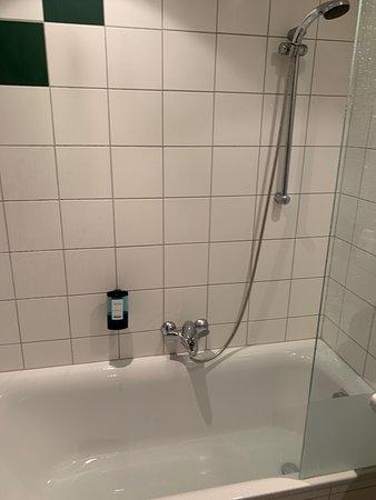Kuhtai, Αυστρία: Duschkopf ca. 25 cm von der Wand montiert, Dusche nutzbar für Personen bis 1,65 m