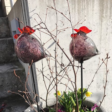 Art In Garden: höna