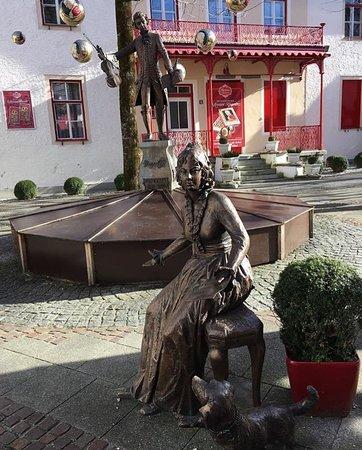 Cafe Reber: Little Mozart Statue