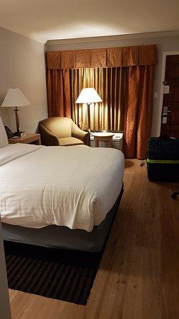 Millbrae, CA: room on the second floor