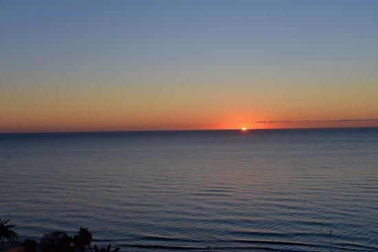 coucher du soleil du balcon de la chambre