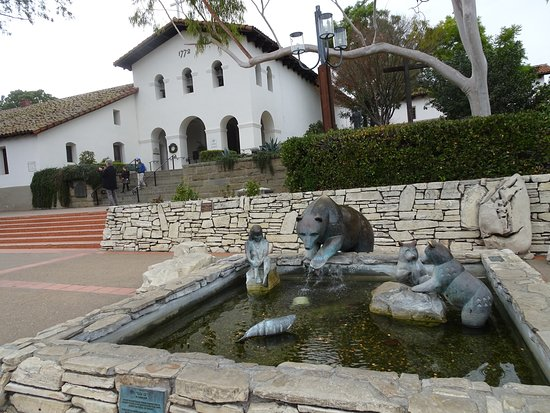 Mission Plaza: Pond/pool is a tribute to the indigenous people of the area