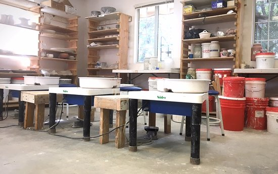 Ojai, Californie : The working studio at FIrestick Pottery