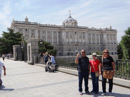 com minha irmã em frente ao Palácio