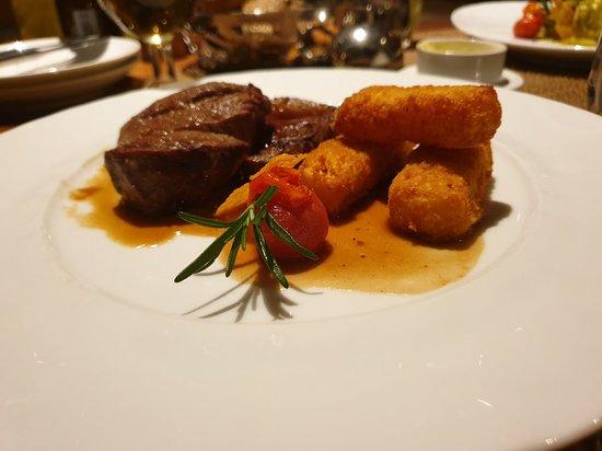 Um dos restaurantes do Hotel Sofitel Marrakesh.  Recomendo. Caro, mas vale bem a pena. Uma média de 80€ para 2 pessoas