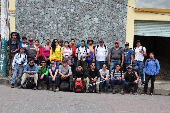 Chunchi, Ecuador: Comparto esta foto esta una familia de ruteros q se va conociendo dia a dia en el trajin de la vida