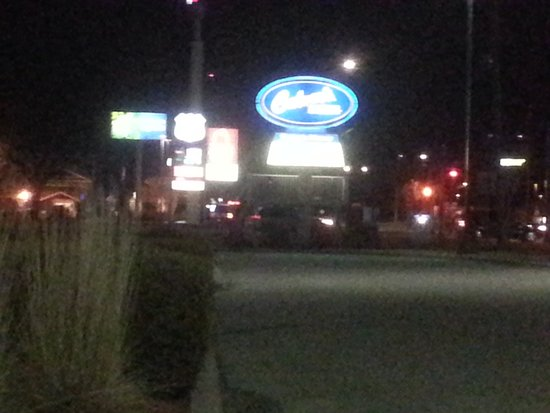 DeForest, วิสคอนซิน: the sign for Culver's visible as you come off of I-90 on County Road V