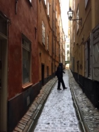 narrow streets, we were lucky there was a dusting of snow