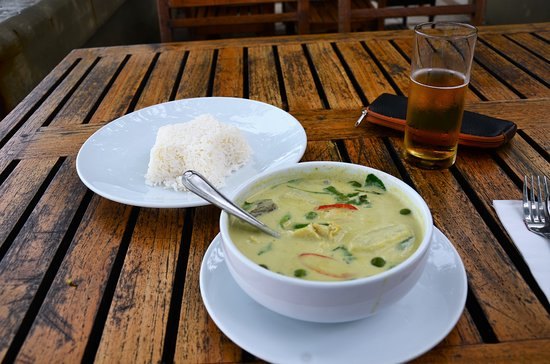 Kan Eang@Pier: The Green Chicken Curry with Steamed Rice.