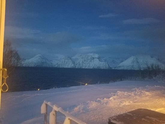 Olderdalen, Νορβηγία: View from our room in the lodge across the fjord.