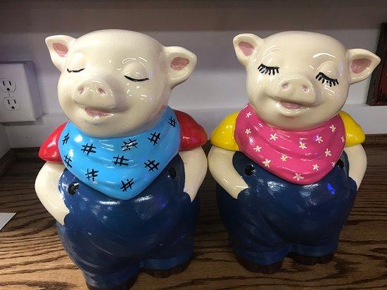 Rummage 33: Shawnee Pigs- cookie jars