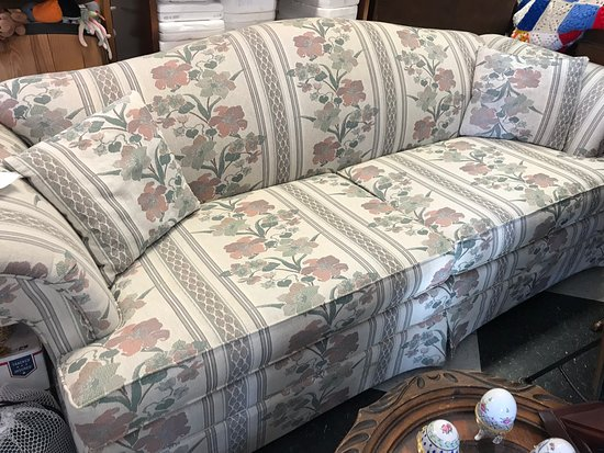 Rummage 33: Sofa