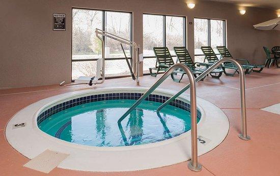 Jacksonville, IL: Pool