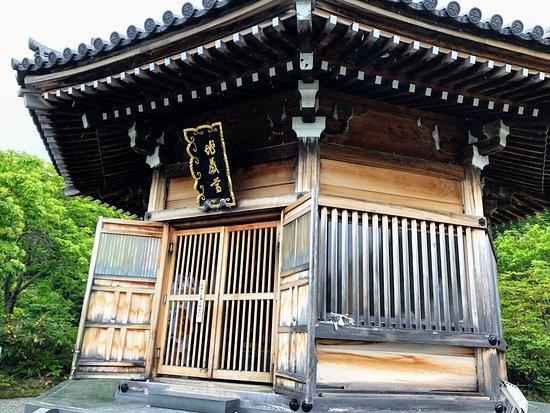 Mt. Osore Sai no Kawara: 八角堂