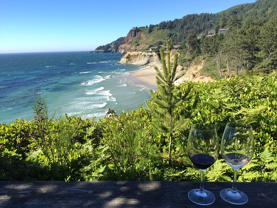 Otter Rock, OR: Great wine with an amazing view!