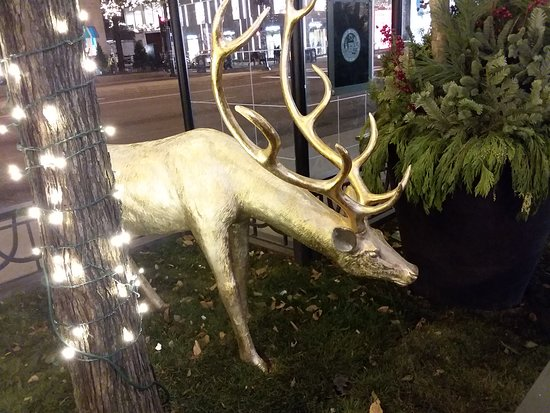 The Magnificent Mile: Great decorations along Michigan Avenue