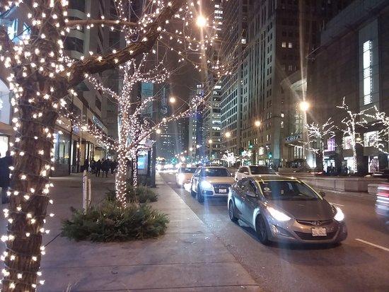 The Magnificent Mile: Traffic on Michigan Avenue
