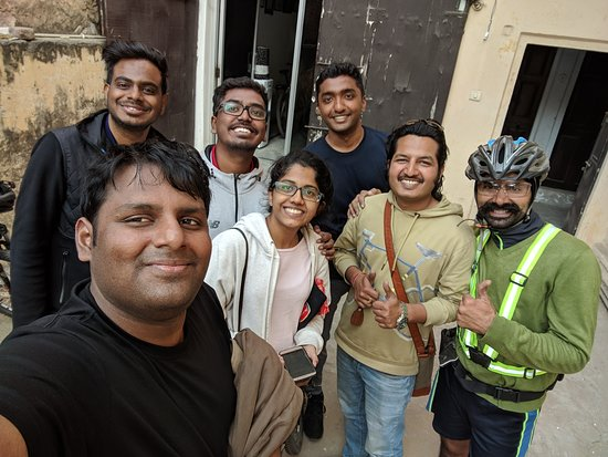 3-Hour Morning Bike Tour of Jaipur: The whole crew