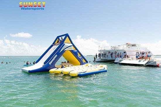 Barco de fiesta de deportes acuáticos