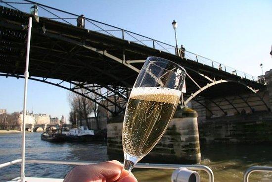 Cata de champán en un crucero por el...