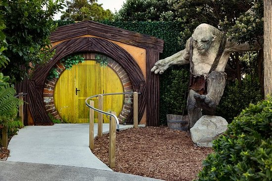 Official Weta Cave Workshop Tour Guided Including Transport: Weta Cave Workshop Tour