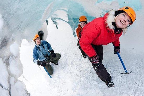 少人数グループでのソゥルヘイマヨークトル氷河体験