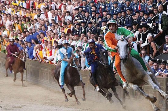 Corrida de cavalos Palio de Siena de...