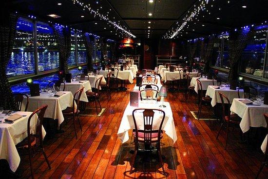 Crucero con cena de 3 platos en el...