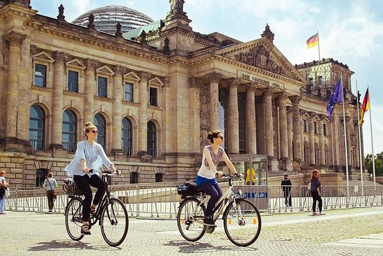 Private Berlin Wall Bike Tour with a...