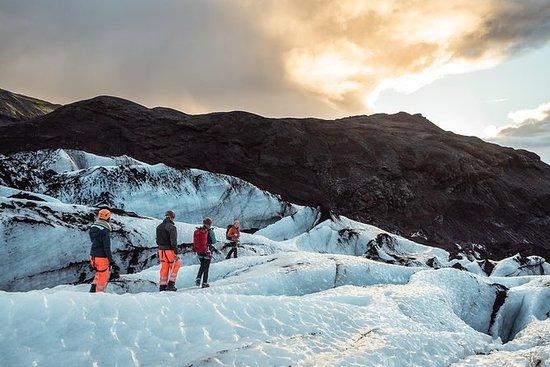 レイキャビクからのSólheimajökull氷河の氷河ハイキングによる小グ…