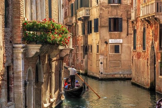 Grand Canal Gondola Ride And Golden...