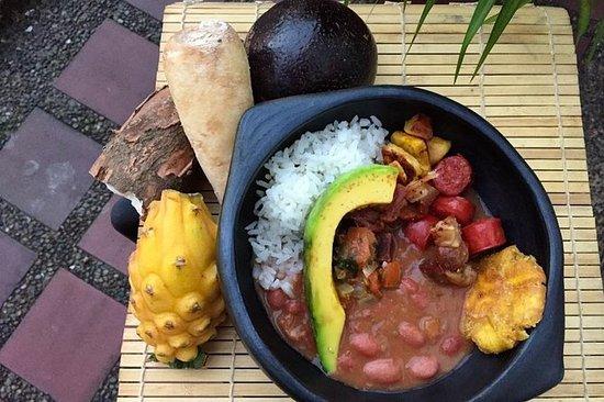 プライベートマーケットツアー&コロンビア料理のレッスンを地元のメデインホーム…