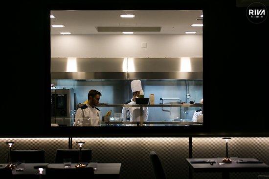 Riva Restaurant: cucina a vista