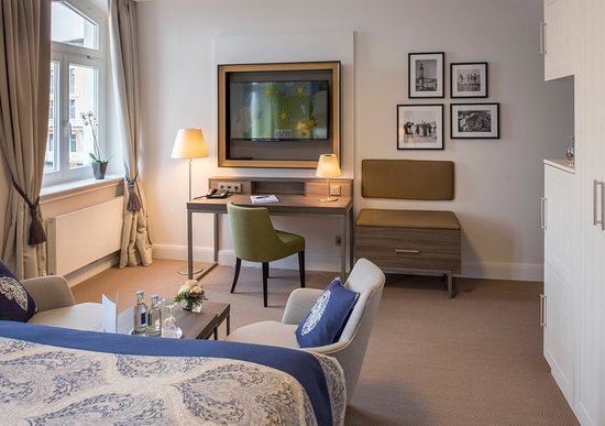 Komfort-Doppelzimmer mit Blick zum Leuchtturm mit Hafeneinfahrt #208