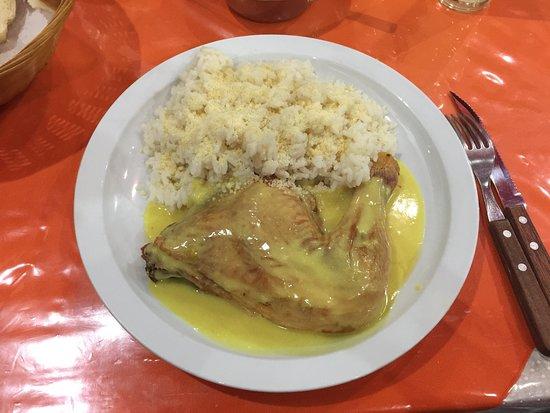 Menú del día: pollo a la mostaza con arroz blanco.