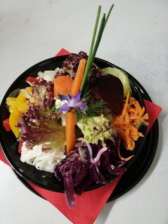 Willi's Restaurant: ich zählte 7 verschiedene frisch zubereitete Salate. Alle individuell mariniert. Geschmakvoll auch fürs Auge. Absolut Klasse