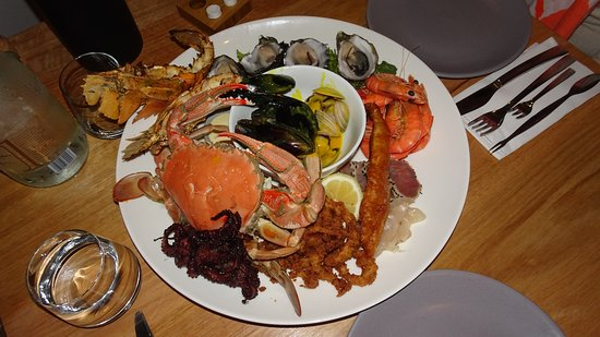 1802 Oyster Bar & Bistro: Seefood Platter for 2