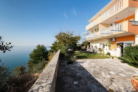 Balcony - Picture of Super Horizont Apartments, Stobrec - Tripadvisor
