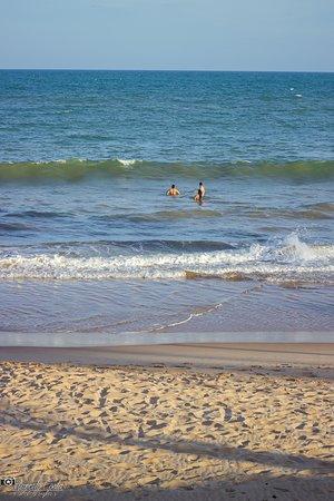 mar calmo... ondas boas para jacaré...surf de peito.