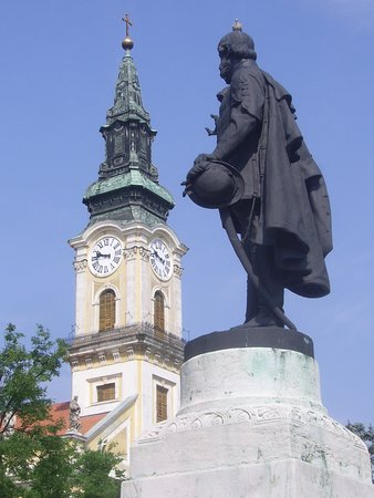 Kecskemet, Ungarn: Statue of Kossuth Lajos. It is on the main square of Kecskemét, in front of the Town Hall.