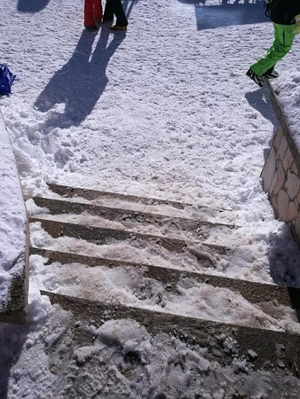 No one will clean the stairs from the ice.