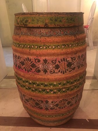 Le Jardin Du Fort: Painted barrel