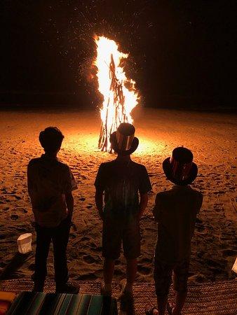 Las Alamandas Resort: Las Alamandas had so the best bonfire I have ever seen one evening on the beach