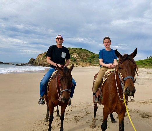 Las Alamandas Resort: Horseback riding on the beach was super cool!