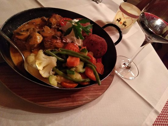 Ladis, Austria: Pork dish with vegetables (Pfandl)