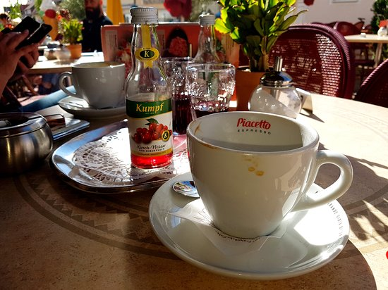 Cafe Bacher: draußen ist toll (Achtung, in der Straße ist gerne windig... )